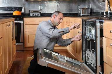 Appliance repair technishen working.